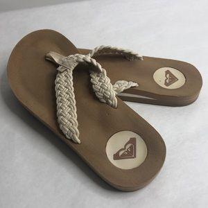 Roxy women's tan flip flops (7)